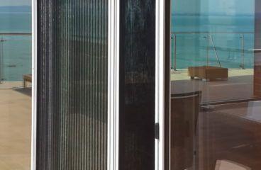 Szúnyogháló -Balatonföldvár -kívülről félig behúzva