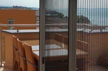Szúnyogháló -Balatonföldvár -belülről félig behúzva