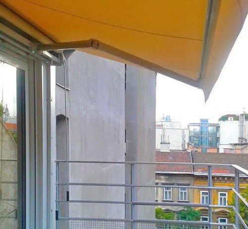 Bérházi erkélyből színes oázis