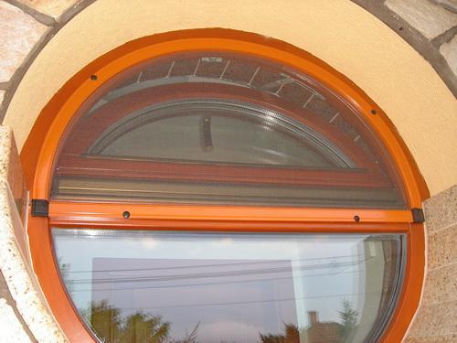 Válasz a poloskainvázióra: rovarhálót az ablakra, ajtóra